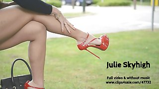 Julie ' s. streethooker in extreme rode hoge hakken