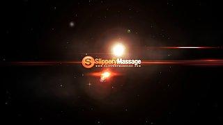 Gladde massage-babe zuigen grote lul en squizing tieten