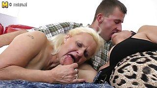 Lucky zoon neukt twee oma ' s