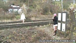 Oud koppel neukt slet spoorlijn