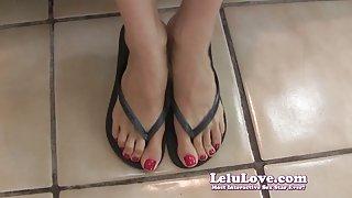 Lelu liefde-rode nagels flip flop voeten