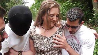 Franse tiener kylie krijgt dubbele aangesloten gangbang