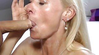 Throatfuck met warm uitgezakt duitse milf
