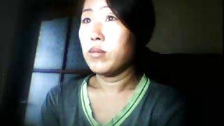 Chinees meisje knippert tieten als man is weg