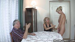 Perverse oude echtpaar plezier met tiener