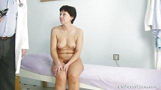 Rijpe vrouw eva bezoeken gyno arts te krijgen gyno volwassen examen
