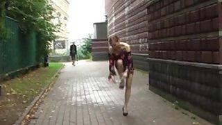 Publieke naaktheid 1: natalia naakt in het openbaar