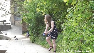 Tiener publieke naaktheid en lauras amateur knipperen buiten