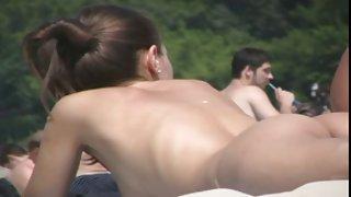naaktstrand hottie uit oekraïne -- zwarte zee, topless