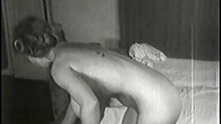 Rondborstige vintage retro babe virginia bell