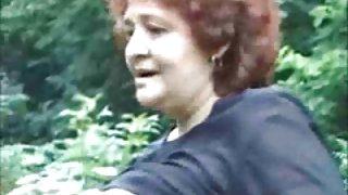 Oma in het wild