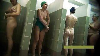 Vrouwen in de douche, kamer 11