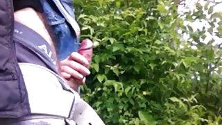 Handjob in het bos