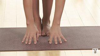 Playboy yoga-posities