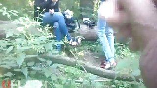 Cum voor tieners in het bos